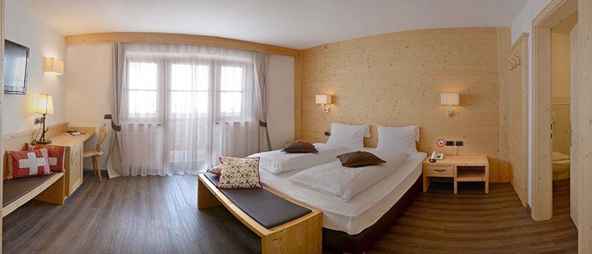 Hotel Somont, Selva, Italy - bedroom.jpg
